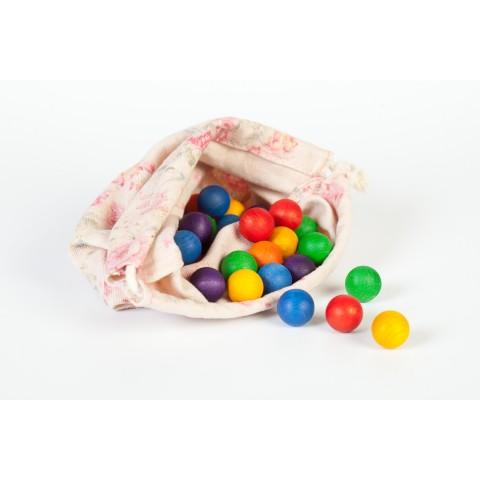Grapat színes golyók vászonzsákban